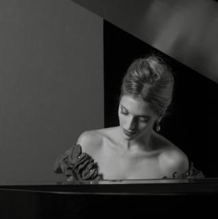 Locandina La pianista perfetta